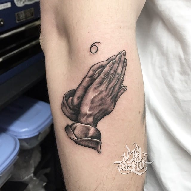 Praying hands tattoo can look so cool in black and grey style. Awesome Drake-inspired version by Mel Szeto #blackandgrey #religious #prayinghands #drake