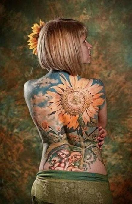 The sunflower is the symbol of summer. As sunflowers, we are always looking for sunrays ! Beautiful backpiece by Hoa.