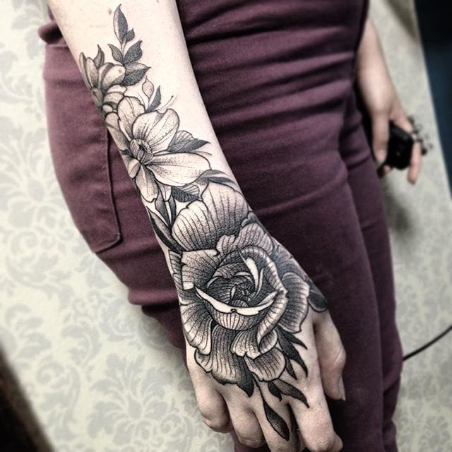 Flower tattoo by Fredao Oliveira #blackwork #blckwrk #linework #shading #abstract #sketchstyle #rose #flower #flowers #FredaoOliveira