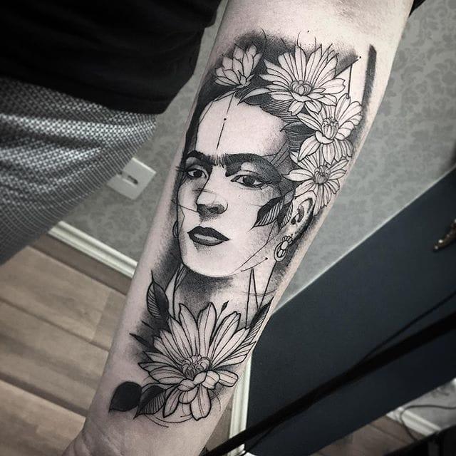 Frida Kahlo tattoo by Fredao Oliveira #blackwork #blckwrk #linework #shading #abstract #sketchstyle #fridakahlo #flowers #portrait #strongwoman #strongwomen #FredaoOliveira
