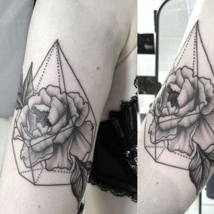 Peony in geometric shape tattoo by Clarisse Amour Nguyen (Instagram @clarisseamourtattoo).