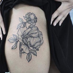 Peony tattoo by Ka-Ying Karry, HongKongese Tattooing, Miami (Instagram @poonkaros).