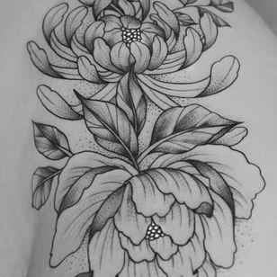 Peony tattoo by Tritoan Ly (Instagram @tritoan_ly).