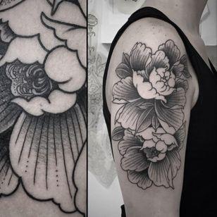 Tattoo by Virginia, Officina Tattoo Studio, Milan (Instagram @virginia__108).