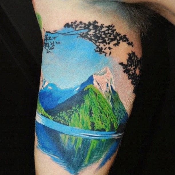 It would be so refreshing to get ride a boat here. Tattoo by Pepa