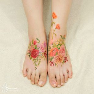 Delicate flower tattoos by Silo. Photo: Instagram