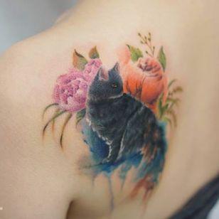 Stunning cat tattoo by Silo. Photo: Instagram.