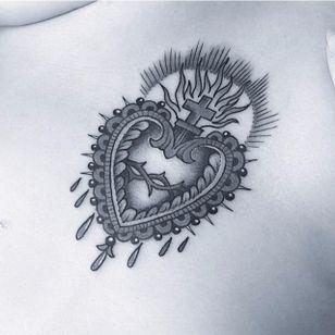 (Instagram: @flonuttall) #ornate #decorative #blackandgrey #sacredheart #flonuttall