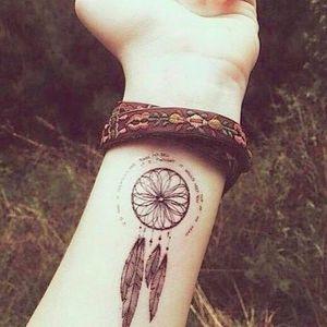 Blackwork dreamcatcher design via Pinterest #dreamcatcher #tribal #nativeamerican #feathers #blackwork #wrist