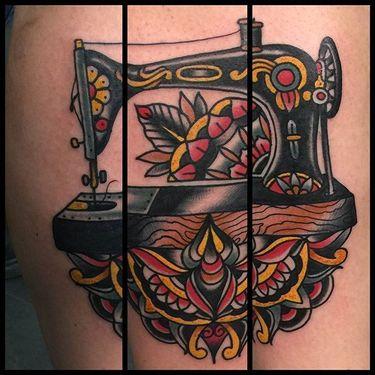 12 Stylish Vintage Sewing Machine Tattoos