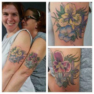 Mother-daughter iris tattoos by Rachelle Carroll. #flower #iris #family #RachelleCarroll #neotraditional