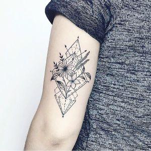 Geometric bouquet tattoo done by our tattoo artist Laura! #Nothingwild #nothingwild tattoo #flowersbouquet #flowerstattoo #flowers #tatouagebiche #blacklines #bouquet #bouquettattoo #armtattoo #lines #linework #symetric #geometric #veganink #coloredtattoo #tattoooftheday #tattooshop #tattooartist #mandalalove #nycink #nyctattoo #newyorktattoo