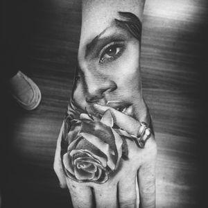 #portrait #blackandgrey #Rihanna #rose #hand #SteveWiebe