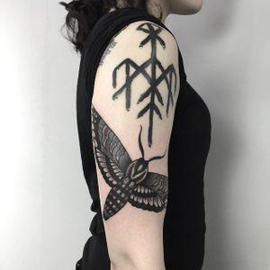 By dancrowe_tattoo #sangbleuLondon #dalston #ContemporaryTattooing #tttism #lovettt #tattoo #sangbleu #tattoostudio #tattooshop #london #england #uk #blackandgrey #dotwork #sacredgeometry #mysticism #linework