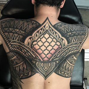 #pattern #dotwork #blackwork #geometric #ornamental #mandala #geometrictattoo #backpiece #backtattoo #blackandgrey #blackandgreytattoo