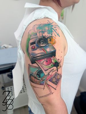 Et voilà la photo des tranches de vie sur polaroïd ! 📸 #polaroid #polaroidtattoo #photo #polaroids #polaroidpicture #travel #traveltattoo #souvenir #memory #hearttattoo #zeldabjj #zeldablackjeanjacques #colmartattoo #alsacetattoo #graphictattoo #tatouage #frenchtattoo #tattoo #tattoodesign #graphic #graphicdesign #tattoodesigner #tattoodesigns #graphictattooart #colortattoo #watercolor #watercolortattoo