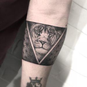 Follow me!!! #tattooofday #tattoodo #tattoo #lion