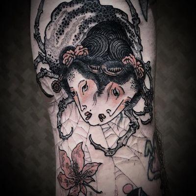Siamese spider twins. Tattoo by bang ganji #Bangganji #favoritetattoos #besttattoos #Japanese #yokai #spider #lady #portrait #siamesetwin #spiderweb #mapleleaves #leaf #horror #darkart