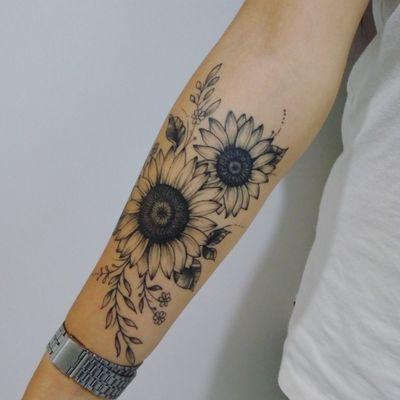 Girassóis #sunflower #sunflowertattoo #sunflowertattoos #tattoogirassol #tattoo #tattoos #tatuagensfemininas