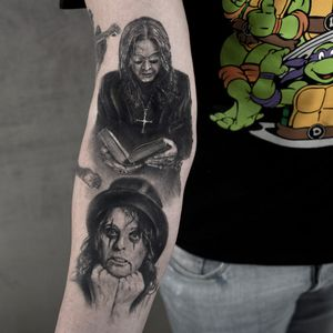 Ozzy and Alice. Tattoos by Niki Norberg #NikiNorberg #niki23gtr #metaltattoos #realism #realistic #hyperrealism #portrait #ozzyosbourne #AliceCooper #cross #tophat #metal #rockandroll #corpsepaint #musicians #musictattoo