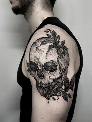 Instagram: @olga_tattoos E-mail: Olgamdtattoos@gmail.com #skull #skulltattoo #london#londontattoos#shoreditch#customdesign#customtattoos#bw#blackink#blscktattoos#tattoo#tattoos#tattooed#tattooers#blackwork#blackink#blackworkers#blackworkers_tattoo#ttt#tttism#ldnttt#london#ink#londontattoos#uktattooers#blacktattoos#blackandgrey#blackandgreytattoos#realistictattoo#art#blackandgreytattoos#posTTT#loveiTTT