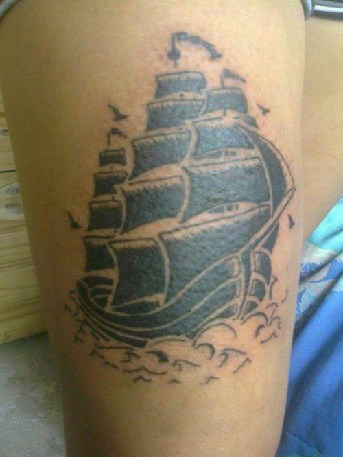 Tattoo black and whiter barco #tattooed #tattooart #blackandgreytattoo #Black #barco