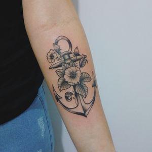 Âncora #tattoo #tattoos #tatuagensfemininas #flowerstattoos #anchortattoos #anchor