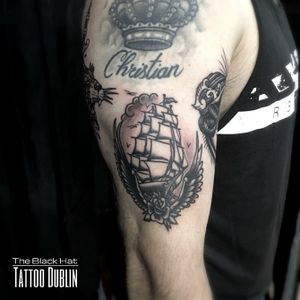 For tailored custom traditional tattoos reach @j_kennedy_tattoos. You cannot go wrong with a timeless old school tat! 🙌🏻 . #besttattooartist #blackwork #oldschool #tattoo #dublin #tattoodublin #bestofdublin #shiptattoo #armtattoo #irishinkers