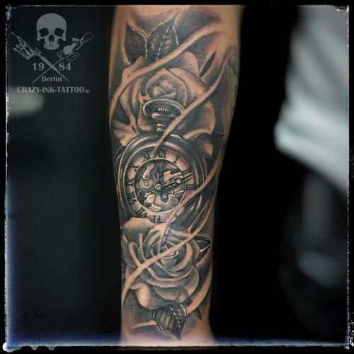 Schönen Feierabend, ein #rosetattoo mit #pocketwatchtattoo . Schönen Abend noch... ⠀⠀⠀⠀⠀ . Infos wie immer 017627112764 auch WhatsApp...⠀⠀ . http://crazy-ink-tattoo.de . http://facebook.com/crazy.ink.tattoo.berlin . http://instagram.com/crazy.ink.tattoo.berlin . . . . . #tattoo #tattoos #berlin #tattooberlin #berlintattoo #tattoomoabit #crazyink #crazyinkberlin #crazyinktattoo #crazyinktattooberlin . #blackngrey  #tattooed #tattoist #menwithtattoo  #bodyart #berlintattooartist #berlintattooartists #classpen #worldfamousink #kwadron  #realistictattoo #blackandgreytattoo #timelesstattoo #armtattoo #tattooart #pocketwatchtattoos