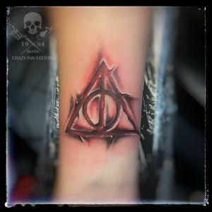 Moin moin, ein #harrypottertattoo die #deathlyhallows also ein #deathlyhallowstattoo . Schönen Tag noch... ⠀⠀⠀⠀⠀ . Infos wie immer 017627112764 auch WhatsApp...⠀⠀ . http://crazy-ink-tattoo.de . http://facebook.com/crazy.ink.tattoo.berlin . http://instagram.com/crazy.ink.tattoo.berlin . . . . . #tattoo #tattoos #berlin #tattooberlin #berlintattoo #tattoomoabit #crazyink #crazyinkberlin #crazyinktattoo #crazyinktattooberlin . #colortattoo #tattooed #tattoist #tattooedgirl #bodyart #berlintattooartist #berlintattooartists #classpen #worldfamousink #kwadron #abstracttattoo #girltattoo #girlswithtattoo #armtattoo #harrypotter
