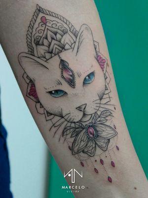 Cat Tattoo #art #tattoo #blackwork #dotwork #cat #pink #femininetattoo #delicate #sketch #arte #tatuagem #ilustração #illustration #color #painting #pontilhismo #geometrictattoo #tattoodo #draw #gatotattoo #drawing #line #dark #horror #fineline #aesthetic #tumblr #sketchbook #blackworkssubmission
