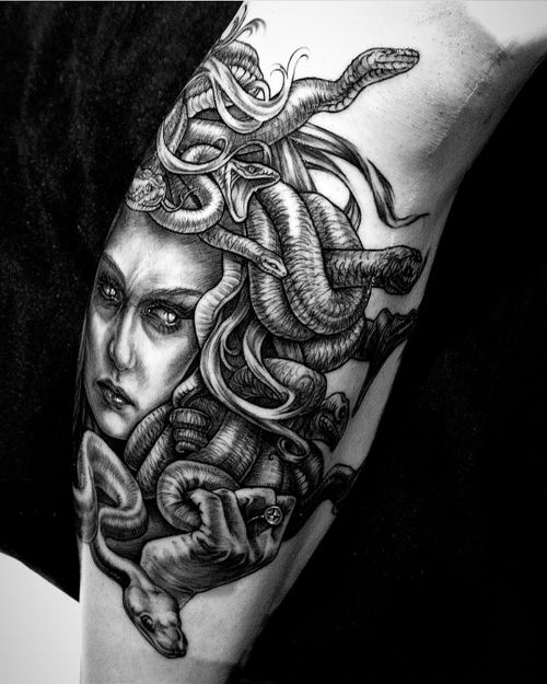 Medusa by Pablo Aponte #medusa #blackandgrey #greekmythology #pabloaponte