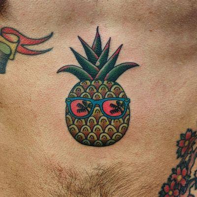 Cool pineapple by Leonardo Blackbirds #pineapple #cool #traditionaltattoo