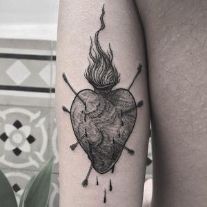 Shot to the heart. Tattoo by Vanpira #Vanpira #vanpriegonova #sacredhearttattoo #heart #arrows #fire #blood #linework #eatching #engraving #illustrative