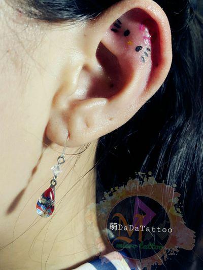 #耳骨Tattoo ♡ kitty 😁 #Taiwan #Tainan #Tattoo #Designer #Meng #DaDa #Simple #style #tattoo #Korean #style #tattoo #Girl #tattoos #European #American #tattoos #English #Word #Creative #Unique #Customers can specially design tattoo #Lipstick #Electrocardiogram #台南女刺青師FB陳宥璇 https://www.facebook.com/profile.php?id=100000246831895 #萌DaDatattoo粉專連結 https://www.facebook.com/shiuan79/ #LINE萌噠噠 : 🆔 shiuan79 #LINE:ID連結網址☞http://line.me/ti/p/Eb-zaYDGdt #您的刺青故事由萌DaDaTattoo幫您完成