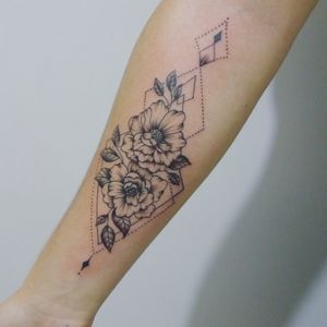 #flowertattoo #flowerstattoos #tattooflores #finelinetattoo #studiocristian #lovetattoo