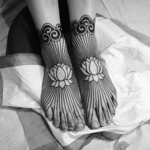 Lotus feet. Tattoo by Christian Lanouette #christianlanouette #besttattoos #linework #blackwork #lotus #flower #floral #clouds #Japanese