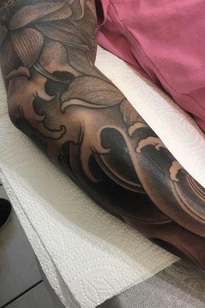 #inkvaders #inked #blackandgreytattoo #blackandgrey #japanesetattoo #japanese #switzerland #sleevetattoo #sleeve #JapaneseArt #waves #lotustattoo #lotus #tattooartist #tattooart