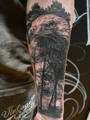 Águila. En @bulltattoofatink sponsors: @nuclearwhiteink @balm_tattoo @noinknoparty #noinknoparty #nuclearwhite #balmtattoo #portrait #drawingoftheday #draw #drawings #amazingpic #amazingdrawing #pencil #tattoo #ink #art #artist #artofinstagram #instaart #young #dibujo #magic #lapiz #blackandwhite #realism #look #doodle #paint #ilustracion #sketch #animals #cool #Inkjecta
