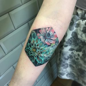 Tattoo by Esther Arocha #estherarocha #qpocttt #qpoc #pridemonth #pride #lgbtq #flowers #watercolor #painterly #color