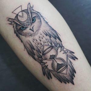 Owl by Martin Alvarez #owltattoo #dotworktattoo #dotwork #blackAndWhite #fineline #sandclock