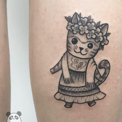 Frida Kitty tattoo Bona Sunama Raquel #BonaSunamaRaquel #bonasunama #FridaKahlotattoos #color #fineart #FridaKahlo #nature #surrealist #flowers #leaves #painter #femaleartist #portrait #cat #kitty #cute #mexican