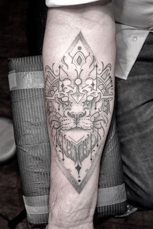 Linework lion on Pats forearm