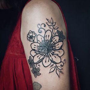 #passionfruit #flower #flordemaracuja #flor #linework #dotwork #blackwork #YasminBorges