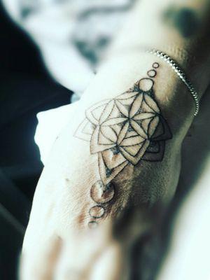 #fineline #mandala #dotwork #frau #hand #tattoo #tattooedgirl #tattooartist #followme #follower #follow #followforfollow#artist #rose#schmerz#dreamtattoo #cheyenehawk#elitecartridge #intenzink #cheyeneEquipment #dotwork# #kunst #beautiful #beautifulink #intenzpride #intenzink#instatattoo #hellotattoomed #suprasorb #bullet#blackgrey #cheyenehawk#eternal#beautifulink #elitecartridge