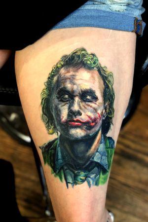 Heath Ledgers joker on Julliette's lap