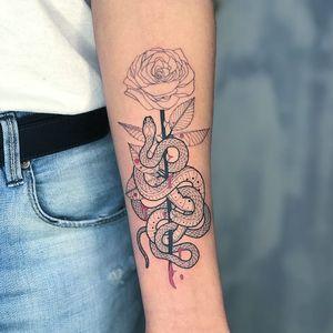 Tattoo by Mirko Sata #MirkoSata #satatttvision #linework #snake #snaketattoo #linework #reptile #serpent #rose #flower #floral #leaves #thorns #blood #dotwork