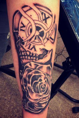 Skull clock & rose arm