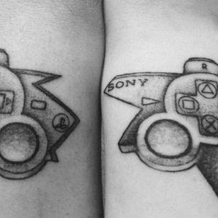 #gamertattoo #gamer #pad #playstation #PS3 #productplacement #bestfriend #tattooedtogether #boyfriendtattoo #partnertattoos #coupletattoo #couple #couplegoals #boyandgirl #proudofmyink