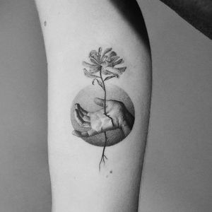 Flowering from within. Tattoo by Amanda Piejak #amandapiejak #blackandgreytattoos #flower #floral #hand #blood #roots #nature #body #dotwork #detailed #illustrative #realistic #realism